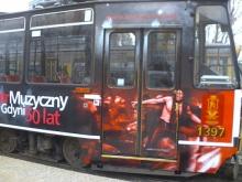 Warszawski tramwaj promujący Teatr Muzyczny w Gdyni